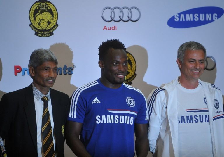 KUALA LUMPUR, MALAYSIA: Chelsea football Manager Jose Mourinho( R), Chelsea Midfielder Michael Essien (C), and Malaysia head coach K.Rajagobal pose for a picture after a  press conference in Kuala Lumpur on July 18, 2013. Chelsea will play an exhibition match against the Malaysia XI at the Bukit Jalil Stadium in Kuala Lumpur on July 21. Photo by Firdaus Latif