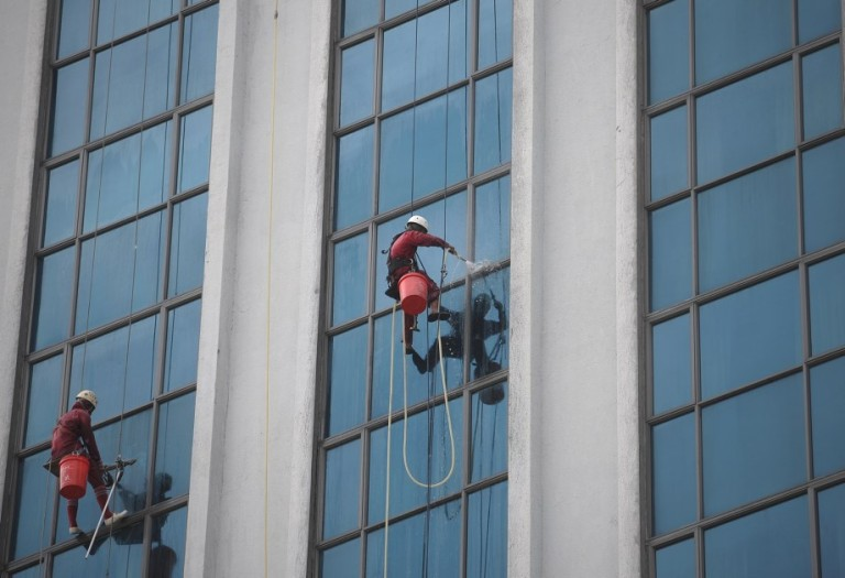 Workers clean the windows of a building in Kuala Lumpur, Malaysia on October 29, 2013.  Photo: Firdaus Latif