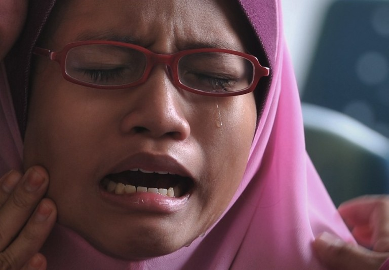 Kuala Lumpur,24/10/2013.Nur Nisa Nabilah,12 weeps during Claim a body Ambank operations officer Noazita Abu Talib shot in the head by a security guard. at Hospital Serdang. Photo by Firdaus Latif
