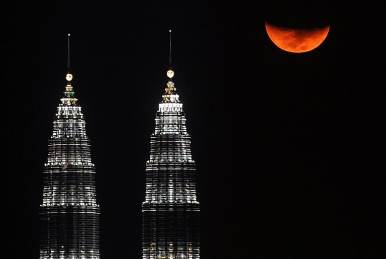 Kuala Lumpur., 18/03/2013. A half moon appears behind KLCC . Photo by Firdaus Latif