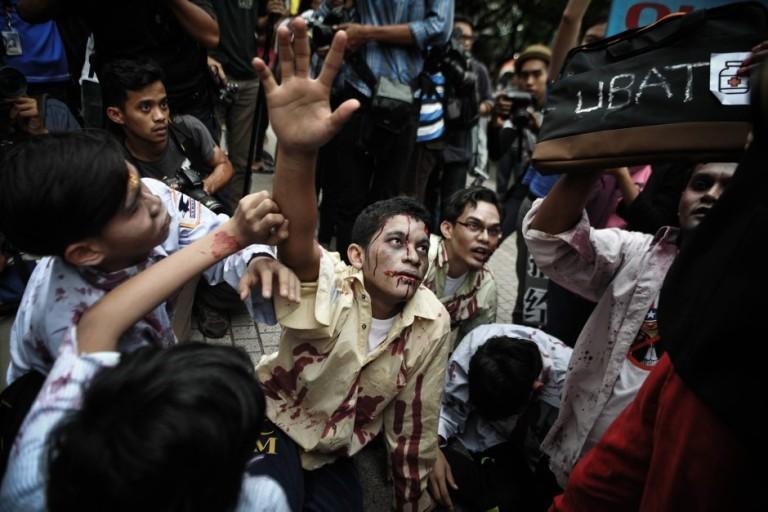 Zombie walk flash-mob