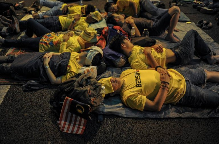 Protestors sleep on the street during BERSIH 4.0 (The Coalition for Free and Fair Elections) in Kuala Lumpur on August 29, 2015. Photo by Firdaus Latif