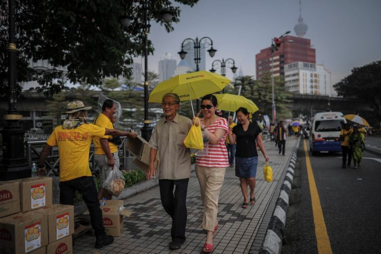 Protestors holding yellow umbrellas during BERSIH 4.0 (The Coalition for Free and Fair Elections) in Kuala Lumpur on August 30, 2015. Photo by Firdaus Latif
