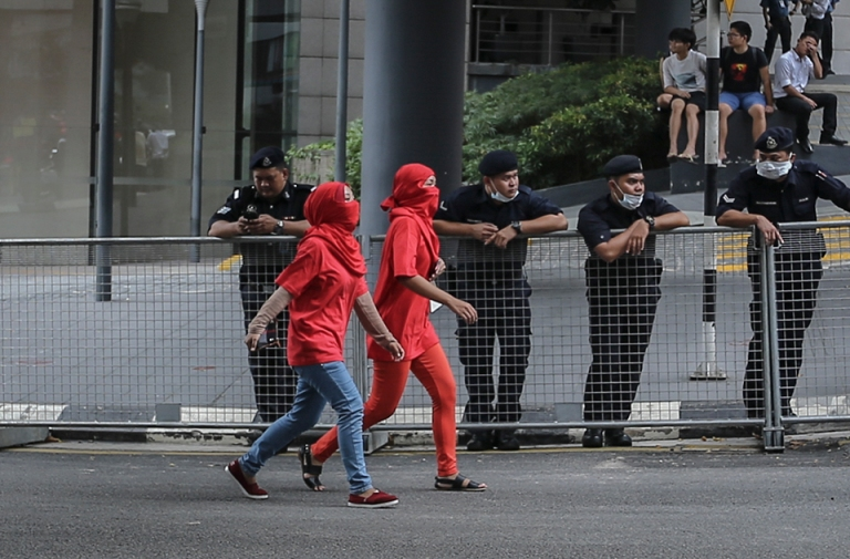 Protesters march towards to Padang Merbok during a pro-government Red Shirts rally in Kuala Lumpur on September 16, 2015. PHOTO BY FIRDAUS LATIF